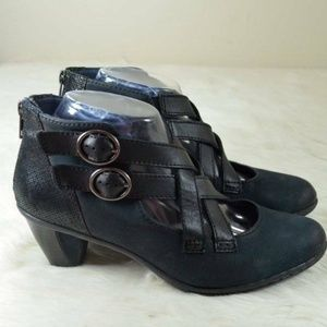 Earth Shoes Amber Navy Cross Strap Ankle Booties